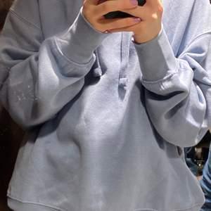 Säljer min fina hoodie från zara pga att den inte kommer till användning. Den är typ en lite mörkare nyans av babyblå. Köpt för 200 säljer för 150!❤️