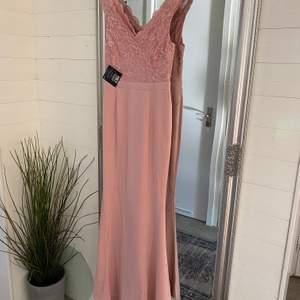 Fin fest klänning i storlek M, endast testad.