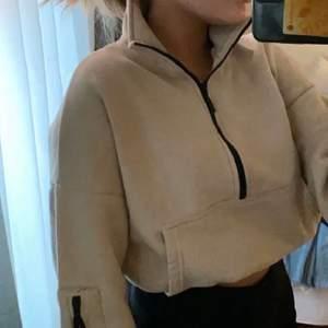 Jätte skön tröja med resorband vid midjan så att de är kroppad