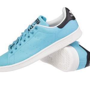 Säljer mina blåa stan smith!!🥺 tyvärr är de för små för mig... Men jag Älskar färgen såå cool och unik! Använda typ 3ggr🥰