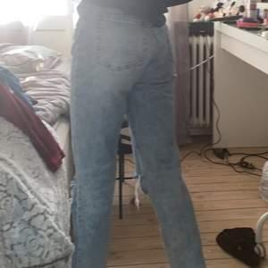 Fina högmidjade jeans från hm som har blivit lite små (jag är 1,53 cm) jeansen sitter bra i midja