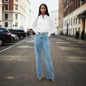 Full Length Wide leg jeans från Zara. Säljer för att dom är för stora... är lite för långa för mig som är 175🤩