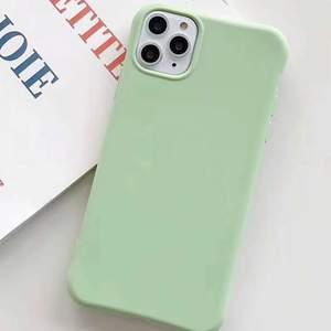 Super fint pastell grönt mobilskal till iPhone 7/8+. Säljer då jag beställde fel storlek så den passar inte min mobil. Helt ny, fortfarande kvar i sin förpackning. Ifrån shein💞