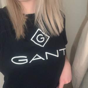 Jättefin och skön t shirt i märket nike. Jag säljee denna pågrund av att den inte har kommit till så mycket användning.