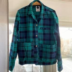Cool skjortjacka från polarskate, köpt från Plick ett bra tag sen, har nu växt ur den. (300kr som baspris, frakt går för 65kr som köpare står för)