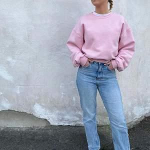Sweatshirt från BIKBOK i babyrosa 💓 Använd endast en gång, därav nyskick. Köptes för 299kr, idag slut på hemsidan. Storlek XS men passar även en S/M