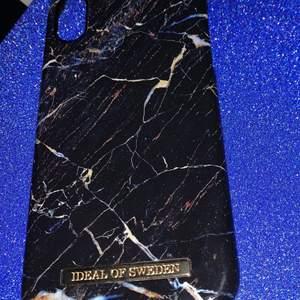 Sparsamt använt mobilskal från Ideal of sweden.  Passar modellen IPhone XR  Köpare står för frakt (12 kr)🤍 Endast swish!