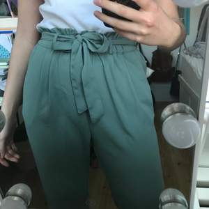Jätte fina ljus grön/blå kostymbyxor från bikbok i storlek S🌷