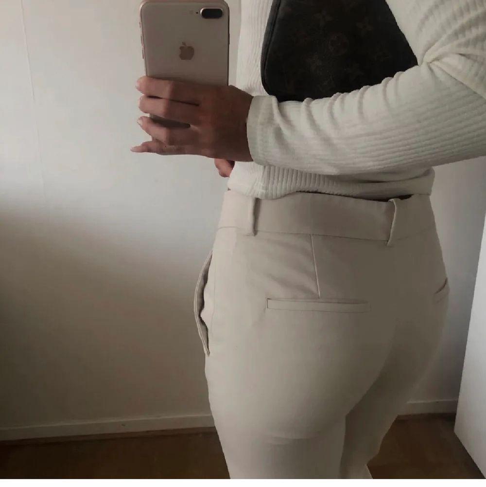 Kostymbyxor i fint skick från Zara. Jeans & Byxor.