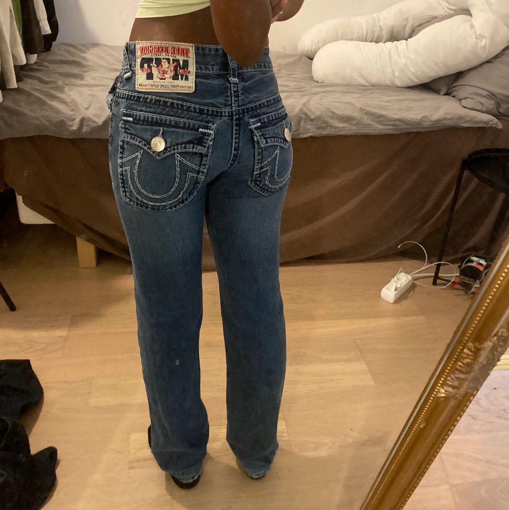 Intressekoll på dessa assnygga true religion jeans i storlek 34, men passar mig som brukar vara 36! Budgivning i kommentarerna, avslutas på lördag 12:00❤️. Jeans & Byxor.