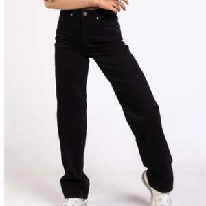 Vida high waist jeans från madlady, säljer dem i fint skick😊ser inprincip nya ut. Köpta för 549kr💜