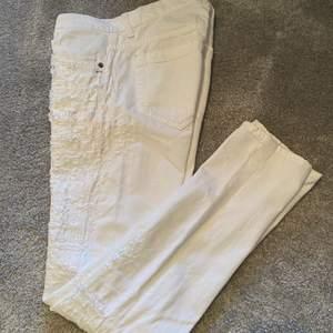 Helt nya jeans från Dondup, mer eller mindre aldrig använda, Modell: George, Strl: 30. Ordinarie pris: 3200kr