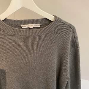 Säljer denna grå stickade tröja från & Other stories. Bra kvalite och skick!, köparen står för frakt🤎🤎