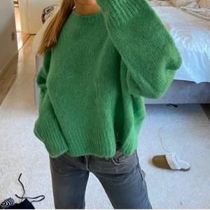 Jättefin grön tröja i alpacka blend i nyskick💚 hör av er för frågor                                               (Lånad bild)