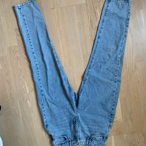 Knappt använda jeans från Gina! Inte slitna någonstans, nyskick. Säljer då dem inte kommer till användning:)