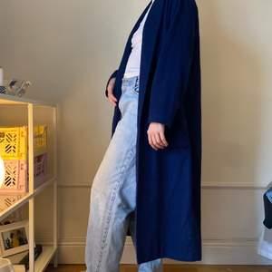 Klarblå kappa från weekday💙