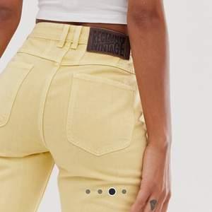 🌻💛Gula jeans från ASOS. Använda vid 2 tillfällen. Köparen står för frakt🥰