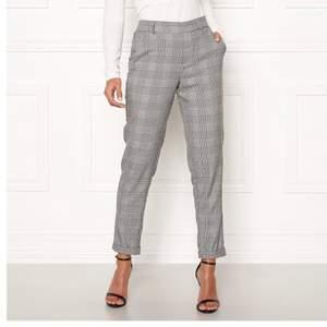 Säljer dessa kostymbyxor! Använda fåtal gånger! Har storlek 38! Skulle passa 36-38. Frakt inkl i priset💞