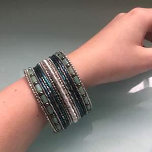 Helt nytt oanvänt indiska armband! Jättefina färger som passar på sommaren🌞 nypris 179kr. Frakt ingår i priset ☺️