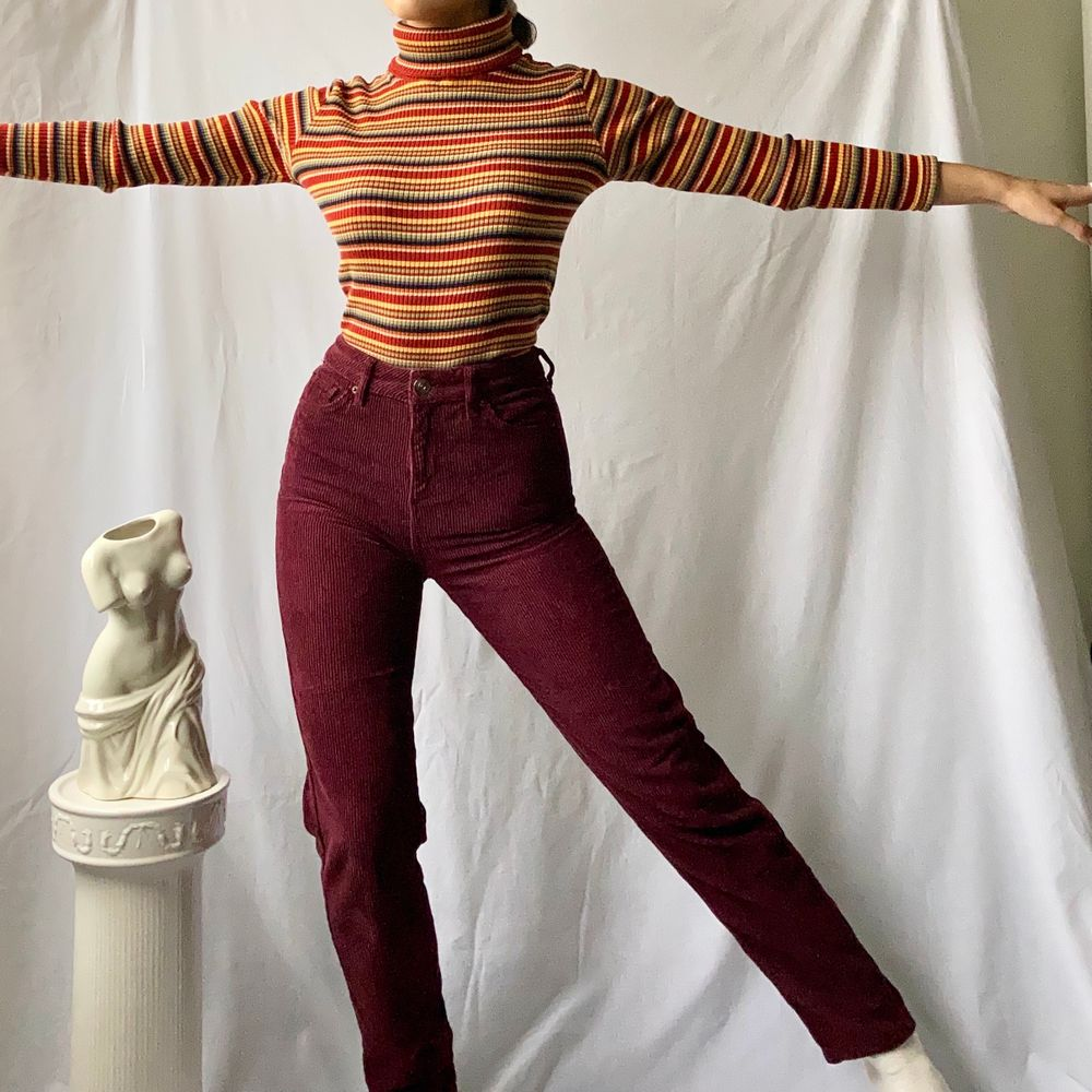 🌊 CUTE DARK RED / BURGUNDY CORDUROY MOM FIT JEANS  • SIZE - W24/L32 - XS • BRAND - BDG (Urban Outfitters) • MATERIAL - 100% Cotton  MY MEASUREMENTS • Height 161cm / 5'3