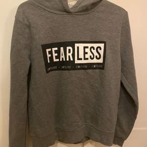 Fin hoodie i storlek M. Du står för frakten om den skall skickas.💞