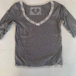 Pyjamas tröja från Hm, jättebekväm med mjukt material, tyvärr använder jag den inte så därför säljer jag den