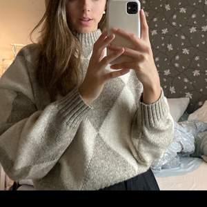 Säljer stickad tröja från gm. Passar xs-m. Fint skick knappt använd. 190 + frakt, skicka för fler bilder eller frågor.