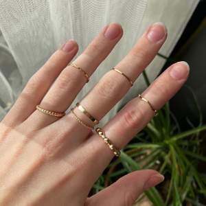 Helt nya oanvända ringar som tyvärr är lite stora för mig, köp alla för 60kr + 12kr frakt ❤️