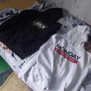 Två olika hoodies i storlek M