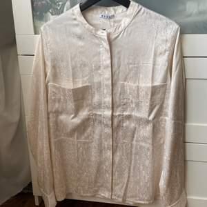 Fin helt oanvänd blus från Wera i storlek 38. Nypris 399, säljer för 150 inklusive frakt.