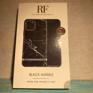 Ett oanvänt (Endast testat) Richmond&finch mobil skal för iPhone 11/11 pro🤍 Nypris 349kr säljer för 100 + frakt (66kr spårbart men går nog att skicka med billigare frakt)priset går dock att diskuteras! betalning sker via Swish💫