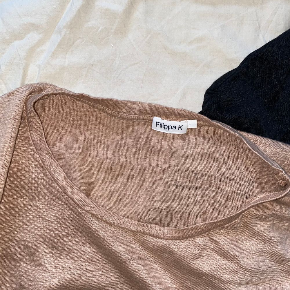 T-shirt från Filippa K. Knappt använd. Köparen står för frakten . T-shirts.