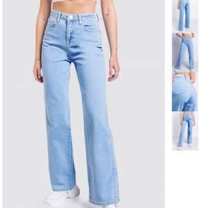 Jättefina ljusblåa jeans från Madlady, storlek 32💙 Aldrig använda! Jag är ca 160 cm lång💙 köpta för 550kr säljer för 300, pris kan diskuteras!