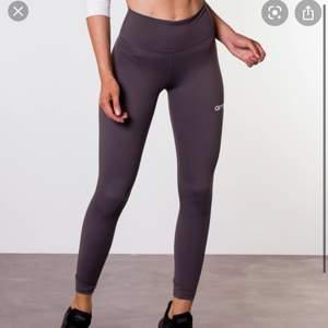Säljer dessa gråa tights från aimn i storlek XS. Säljer då jag har andra jag använder mycket mer 🤍