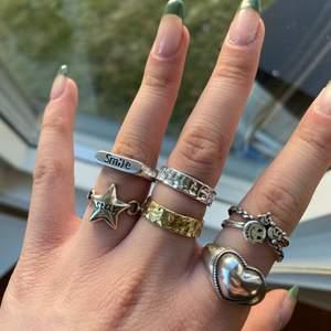 Ringar i 925 sterling silver eller rostfritt stål. Frakt tillkommer på 12kr. Alla är justerbara.  1 ring för 130kr 2 för 240kr 3 för 320kr 4 för 400kr. Gäller alla ringar på mina andra annonser med!