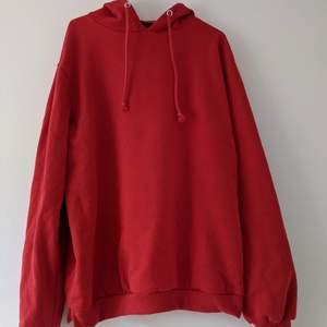 Överdimensionerad röd huvtröja från Boohoo // Helt ny med taggar // Storlek 8 /// oversized red hoodie from boohoo //brand new with tags in // size 8. Shipping will be added to price.