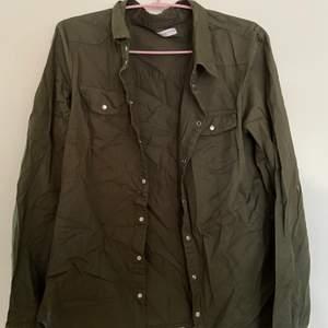Jätte fin Grön Skjorta från Jacqueline de yong