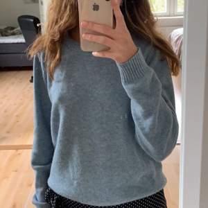 Funderar på att sälja denna jättesköna och snygga tröjan som jag köpte för ungefär en månad sedan🤍 säljer endast vid ett bra pris