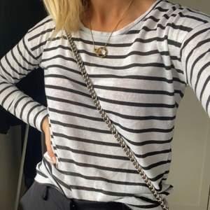 Säljer denna fina tröja, storlek 158/164 men passar som XS eller S också 💕💕