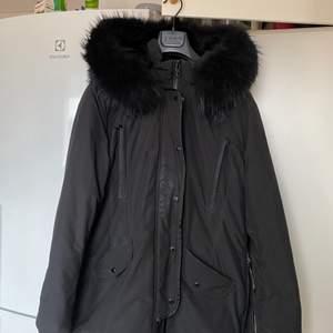 Rock and blue jacka, inköpt förra året. Med äkta päls, storlek 48.