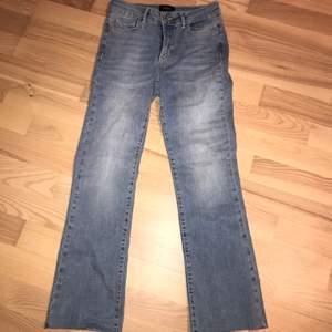 Jättefina jeans från vero moda. Är tyvärr lite för små för mig som är en 34/36.
