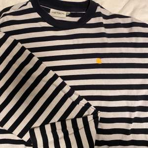 Långärmad t-shirt från Carhartt. Strl M, fint skick✨