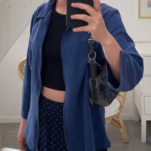 Mörkblå skjorta från Cappccini! I stl 42 (passar för S) 🥰
