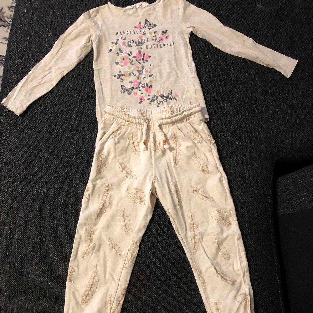 Leggings och tröjor i storlek 110/116. Från H&M och Newbie. Skickas med postens flexpåse. Kom med prisförslag! . Toppar.
