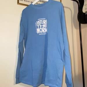 Sweatshirt i bra skick. Oversize passform. 200 kr + frakt🤗
