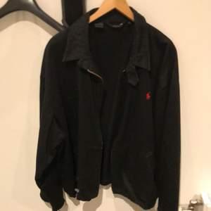 Vintage Ralph lauren jacka med klippta armar. Storlek M men stor fit.