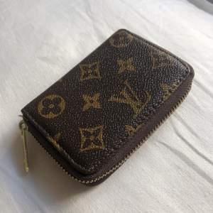 Lv plånbok, förmodligen ej äkta därav priset! Det är bara att skicka ett meddelande vid intresse och frågor 💘