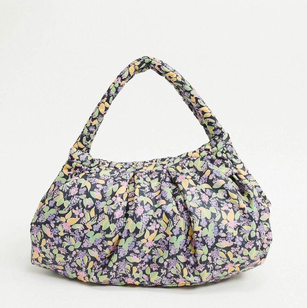 Helt ny väska från & Other stories💗. Väskor.
