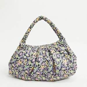 Helt ny väska från & Other stories💗