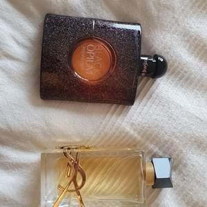 Black opium EdT 90 ml, använd 3-4 gånger. Libre EdP 90 ml, använd 3-4 gånger. Originalförpackningarna har jag tyvärr slängt bort, men kan säkert hitta något kvitto eller beställningsbekräftelse för att visa att de är äkta. 500kr parfym/styck.